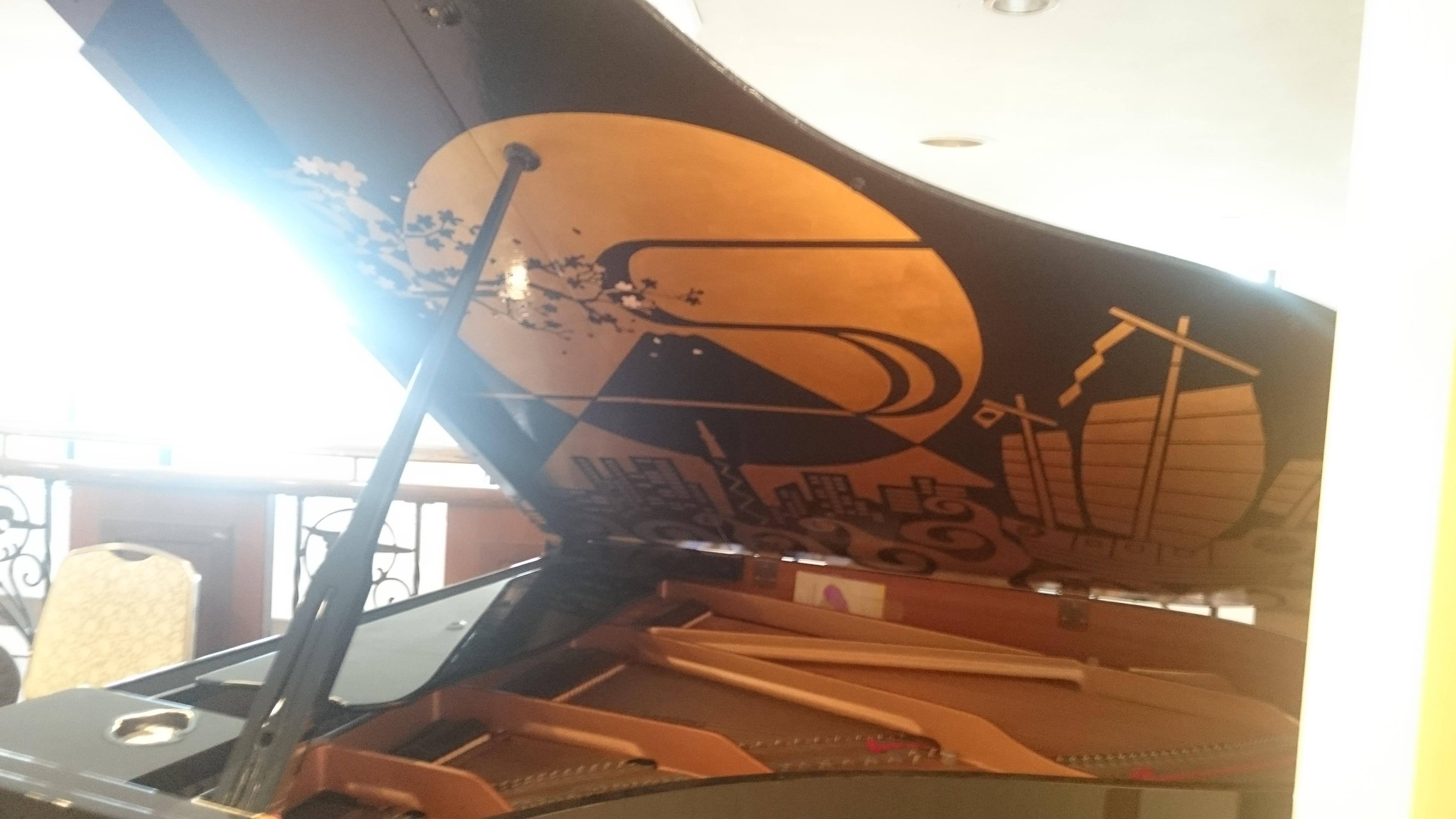 アルベルト城間さん作 新江戸上り サンパレス球陽館のピアノ 沖縄県那覇市