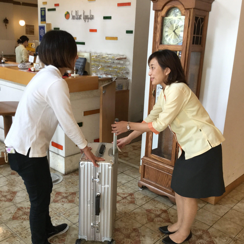 【よくあるご質問】チェックイン前、チェックアウト後に荷物を預かってもらうことは可能ですか?