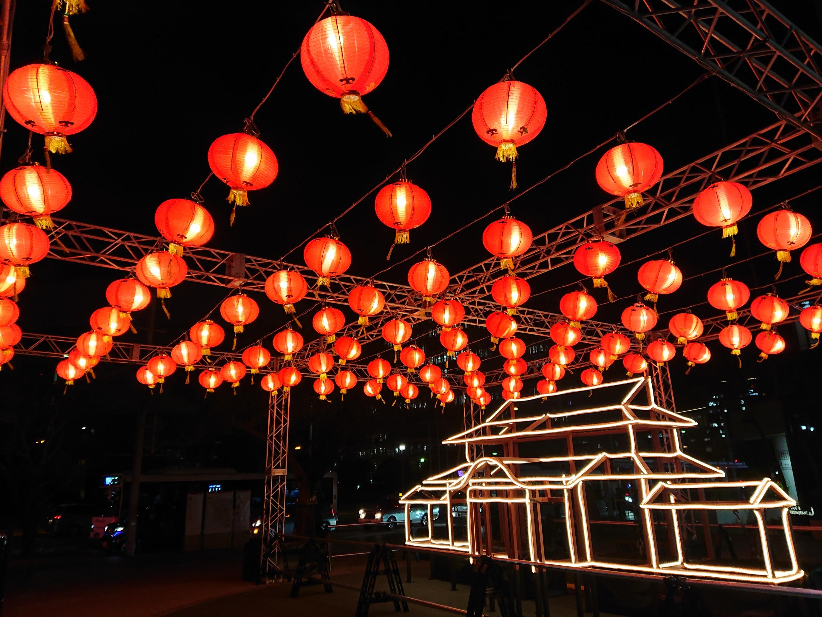 首里城うむいの燈モニュメント パレットくもじイベント広場